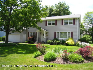 105 Sturbridge Rd, Clarks Summit, PA 18411