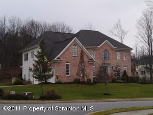 602 Clover Ln, Moscow, PA 18444