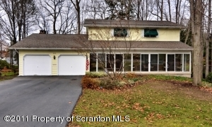 600 Carnation Dr, Clarks Summit, PA 18411