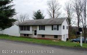 537 Woodcrest Dr, South Abington Twp, PA 18411
