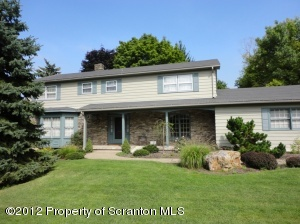 105 Greenbrier Dr, Clarks Green, PA 18411