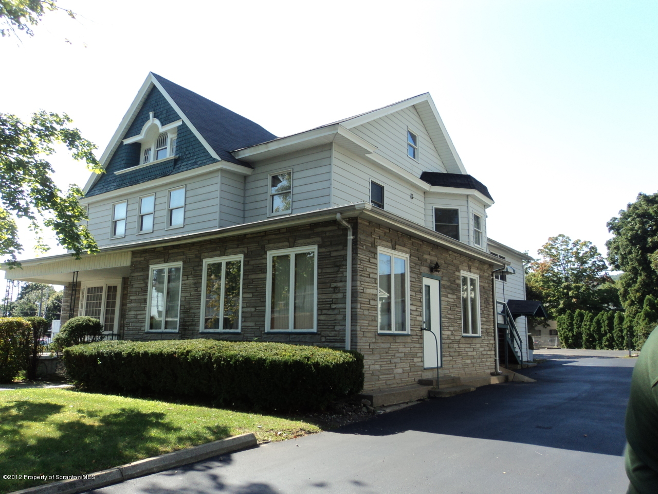 119 Main St, Blakely, Pennsylvania 18447, ,2 BathroomsBathrooms,Commercial,For Lease,Main,12-5088
