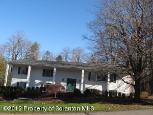 108 Carriage Ln, Clarks Summit, PA 18411