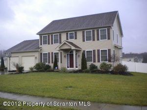 409 CHAMPION CIR, Throop, PA 18512