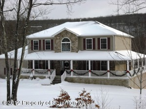 1032 Scenic Dr, Clarks Summit, PA 18411
