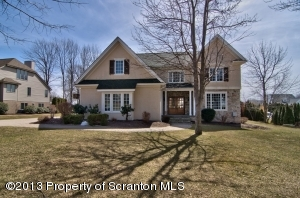 913 Parkview Rd, Moscow, PA 18444