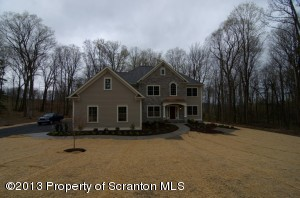 104 Rock Ridge Dr, Clarks Summit, PA 18411