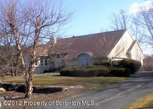 57 Steinbeck Dr, Moosic, PA 18507