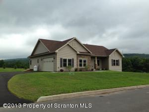 9 Landmark Dr, Jefferson Twp, PA 18436