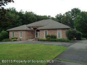 1410 Huntington Ln, Dalton, PA 18414