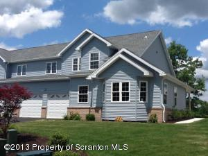 113 Sharon Dr, Moosic, PA 18507