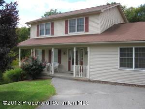 1042 W Oak St, Old Forge, PA 18518