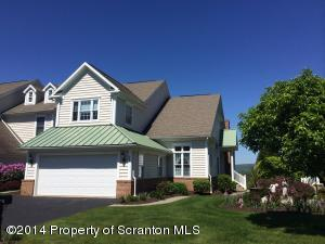 306 Thackeray Close, Moosic, PA 18507