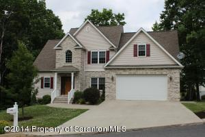 204 Red Oak Dr, Olyphant, PA 18447
