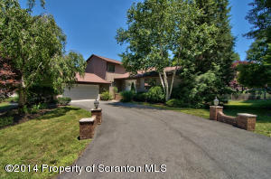 630 Carnation Dr, Clarks Summit, PA 18411