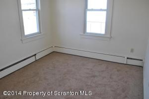 327 Smith St, Dunmore, PA 18512