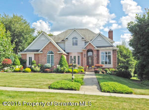 903 Parkview Rd, Moscow, PA 18444
