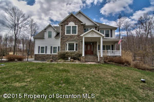 117 Constitution Dr, Moscow, PA 18444