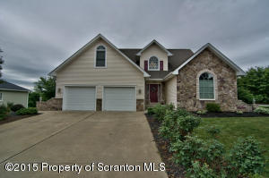 516 Wedge Dr, Dickson City, PA 18519