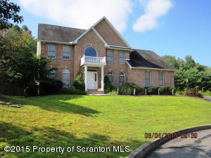 11 Wharton Close, Moosic, PA 18507