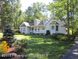 1014 Whippoorwill Dr, Clarks Summit, PA 18411