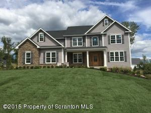 8 Chatham Hill Cir, South Abington Twp, PA 18411