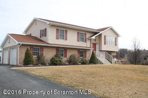 14 Emerald Dr, Throop, PA 18512