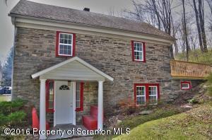 303 Mountain View Road, Newfoundland, PA 18445