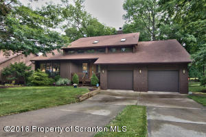 610 Carnation Dr, Clarks Summit, PA 18411
