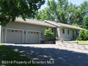 1213 Country Club Rd, Clarks Summit, PA 18411