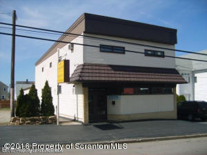 302 Oak St, Old Forge, PA 18518