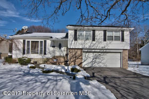 605 SUNSET ST, Clarks Summit, PA 18411