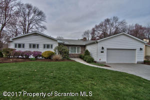 108 Larkspur Rd, Roaring Brook Twp, PA 18444