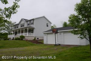 1590 Lakeland Dr, Scott Twp, PA 18433