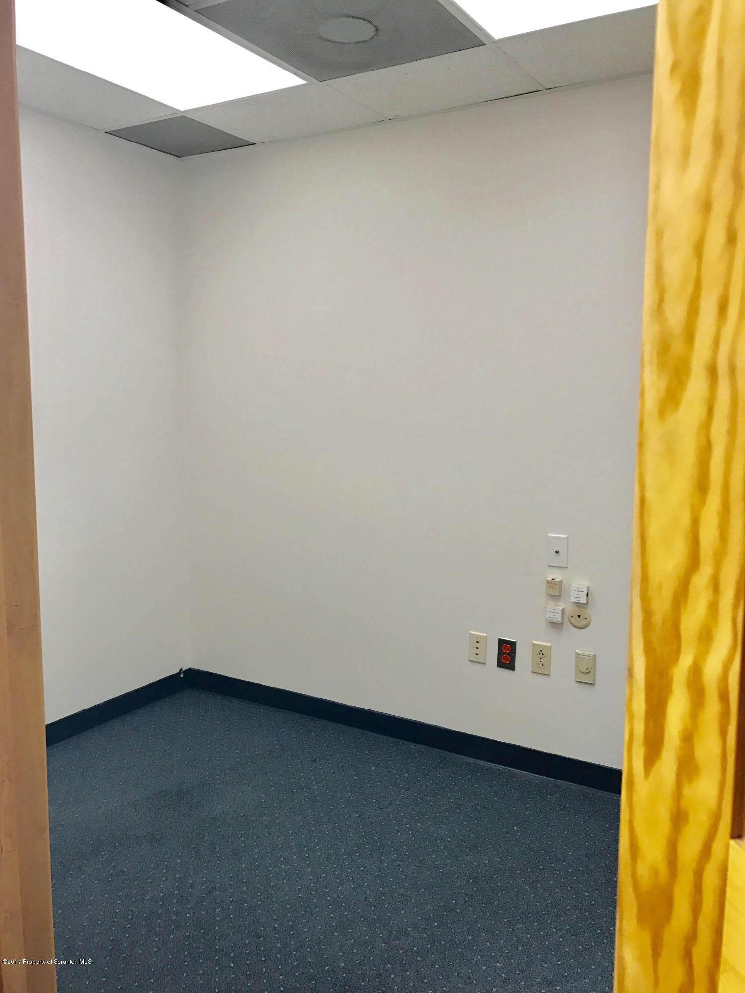 594A Burke- Olyphant- Pennsylvania 18447, ,1 BathroomBathrooms,Commercial,For Lease,Burke,17-2545