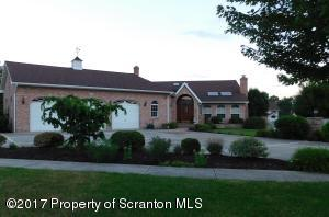 917 Apple Tree Rd, Moscow, PA 18444