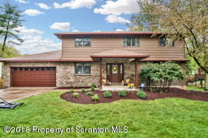 618 Carnation Dr, Clarks Summit, PA 18411