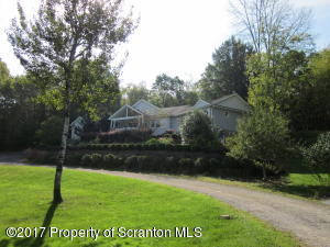 118 Autumn View Ln, Factoryville, PA 18419