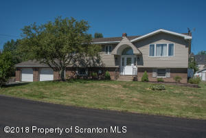 219 Pleasant View Dr, Greenfield Twp, PA 18407