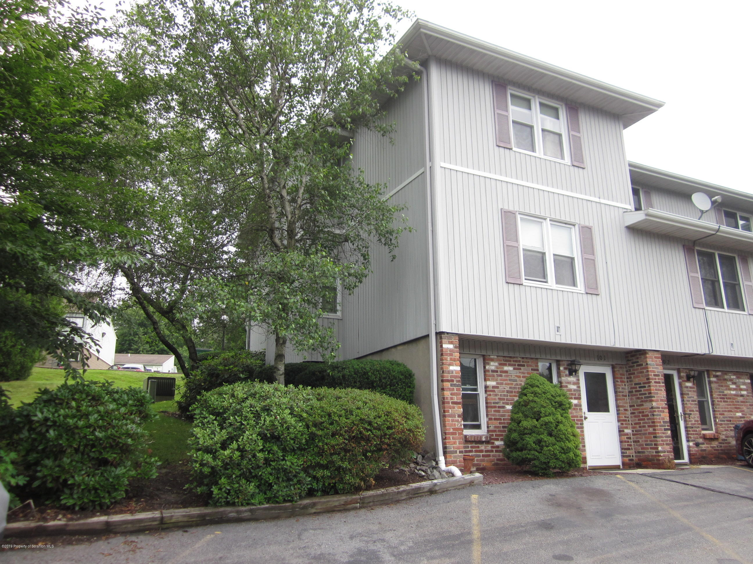 101 Abington Gardens, South Abington Twp, Pennsylvania 18411, 3 Bedrooms Bedrooms, 7 Rooms Rooms,3 BathroomsBathrooms,Residential - condo/townhome,For Sale,Abington Gardens,19-2941