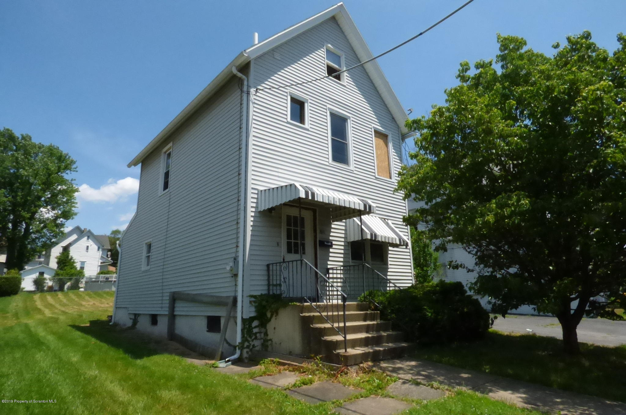 811 Mill St, Dunmore, Pennsylvania 18512, 4 Bedrooms Bedrooms, 5 Rooms Rooms,2 BathroomsBathrooms,Single Family,For Sale,Mill,19-3169