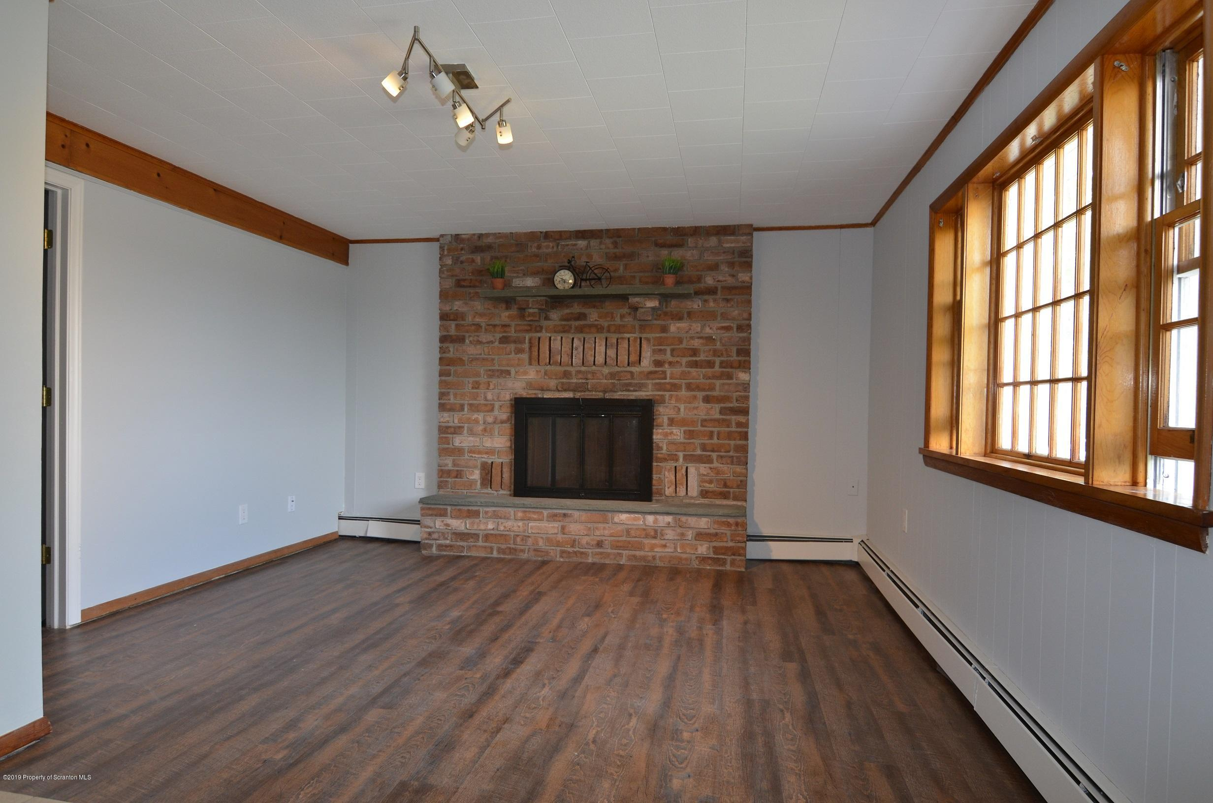 122 Carol Dr, Clarks Summit, Pennsylvania 18411, 4 Bedrooms Bedrooms, 8 Rooms Rooms,3 BathroomsBathrooms,Single Family,For Sale,Carol,19-3623