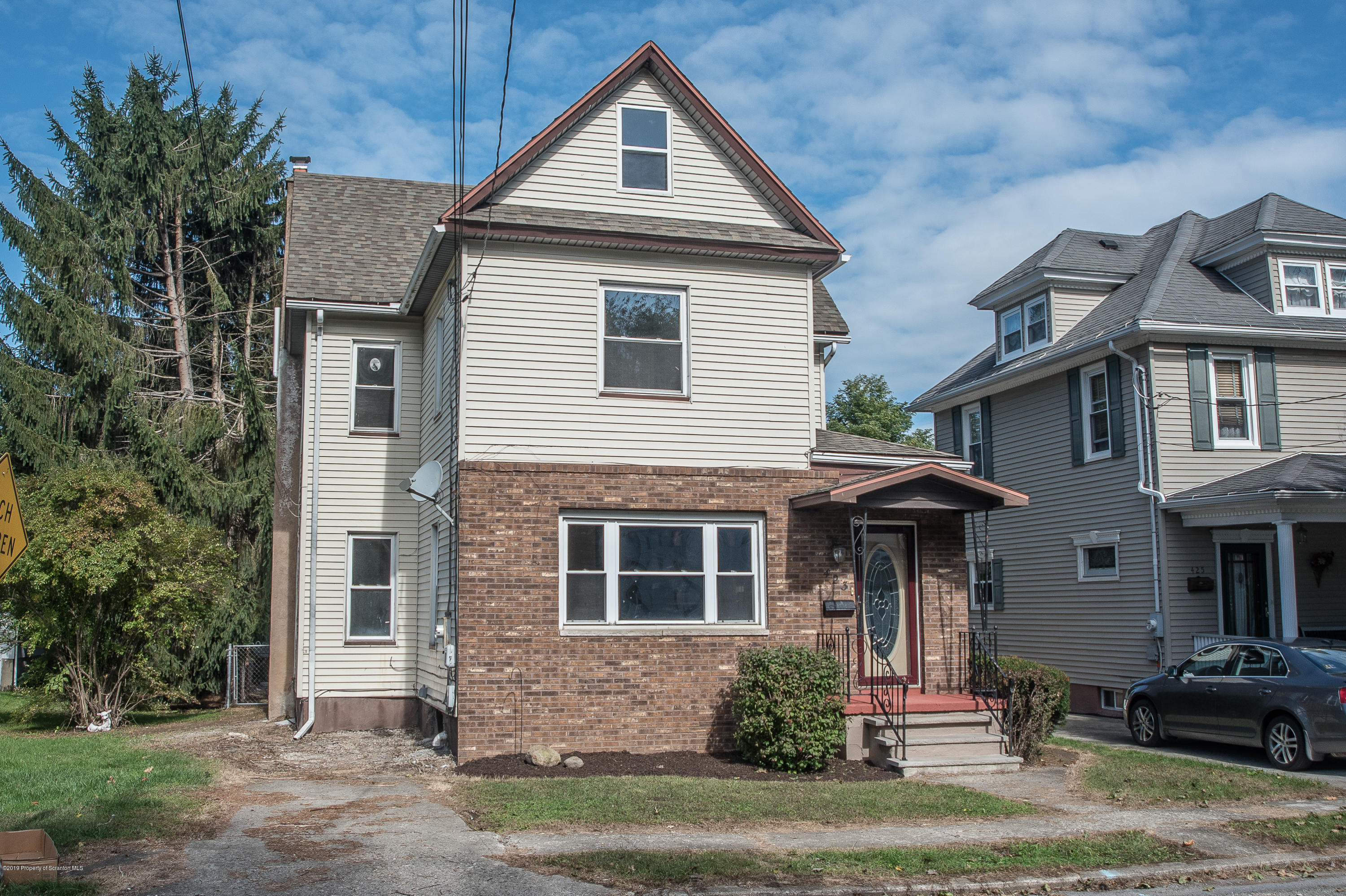 423 Hudson St, Moosic, Pennsylvania 18507, 4 Bedrooms Bedrooms, 9 Rooms Rooms,2 BathroomsBathrooms,Single Family,For Sale,Hudson,19-4935