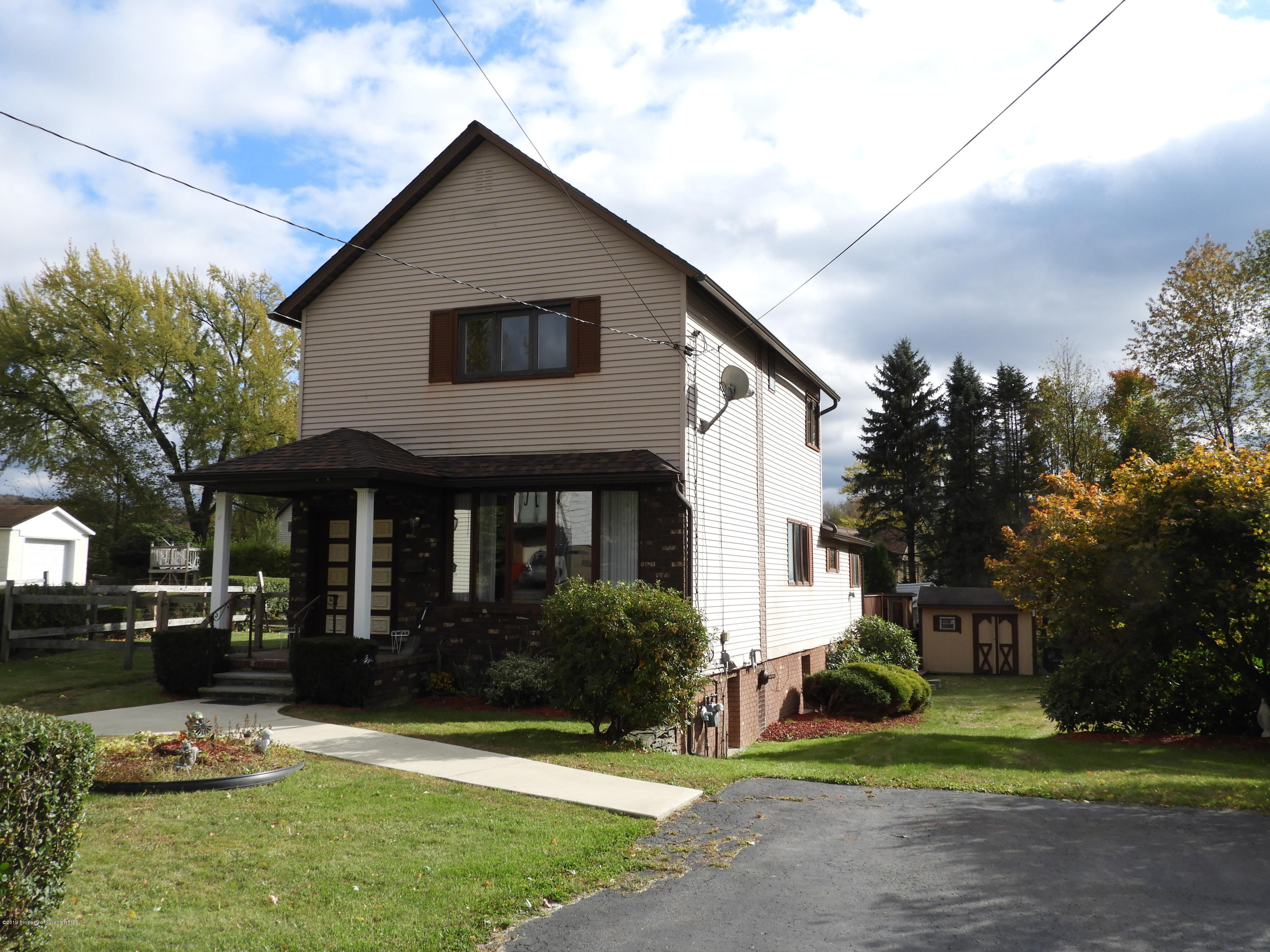 25 Orchard St, Carbondale, Pennsylvania 18407, 3 Bedrooms Bedrooms, 7 Rooms Rooms,2 BathroomsBathrooms,Single Family,For Sale,Orchard,19-4999