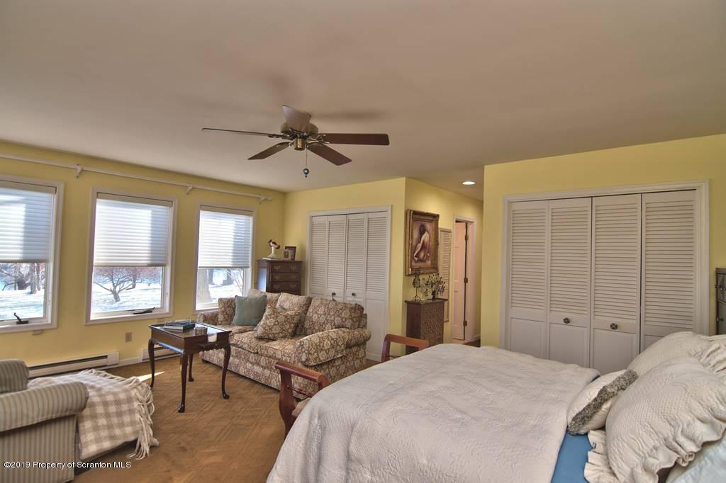 92 Sunnyside Rd, Gouldsboro, Pennsylvania 18424, 6 Bedrooms Bedrooms, 8 Rooms Rooms,6 BathroomsBathrooms,Single Family,For Sale,Sunnyside,19-5379