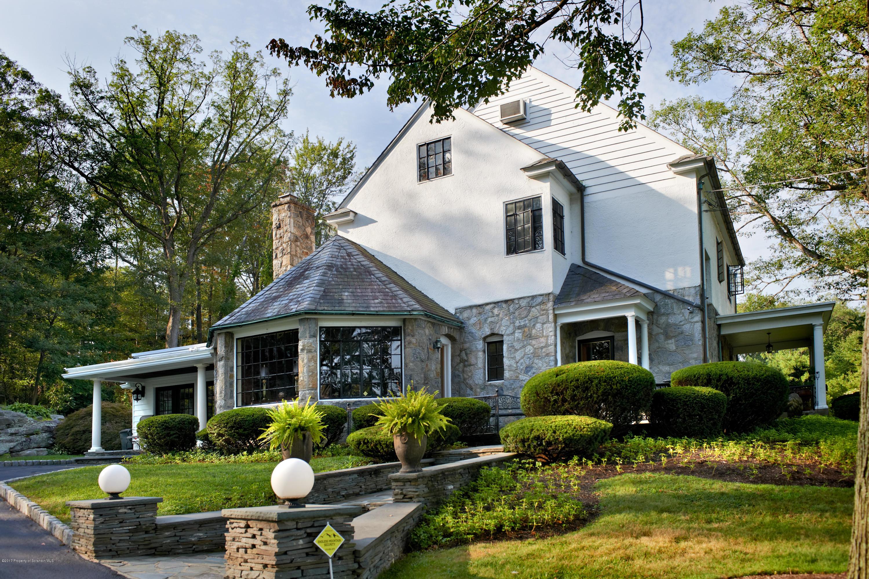 2 Scranton Pocono Hwy, Scranton, Pennsylvania 18505, 4 Bedrooms Bedrooms, 9 Rooms Rooms,3 BathroomsBathrooms,Single Family,For Sale,Scranton Pocono,19-5381