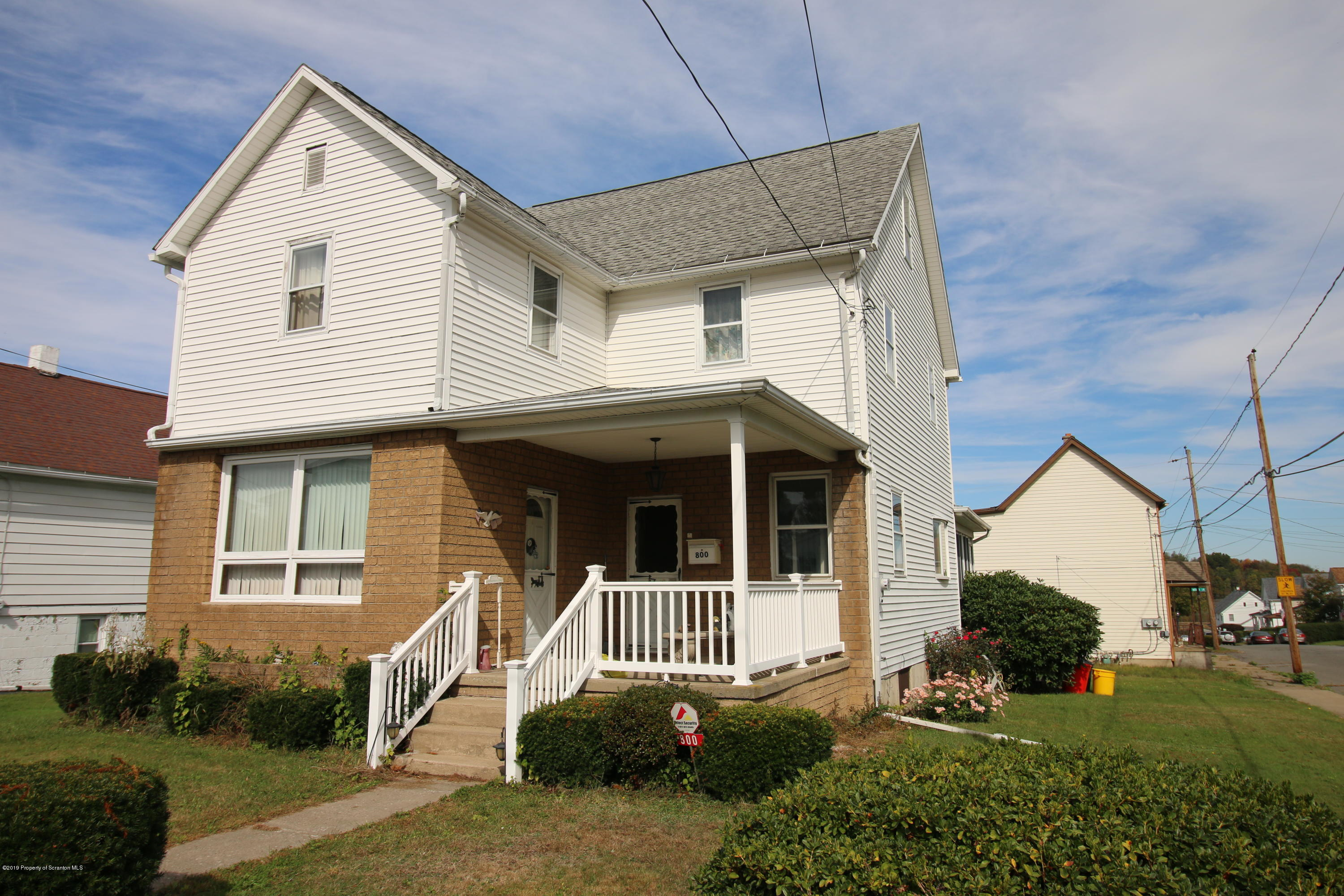 800 Grove, Taylor, Pennsylvania 18517, 5 Bedrooms Bedrooms, 7 Rooms Rooms,1 BathroomBathrooms,Single Family,For Sale,Grove,19-5395