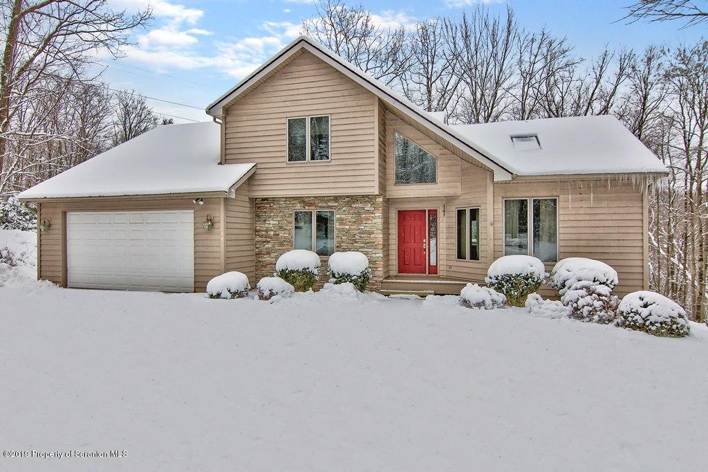 118 Butternut Lane, Greentown, Pennsylvania 18426, 3 Bedrooms Bedrooms, 10 Rooms Rooms,4 BathroomsBathrooms,Single Family,For Sale,Butternut Lane,19-5614