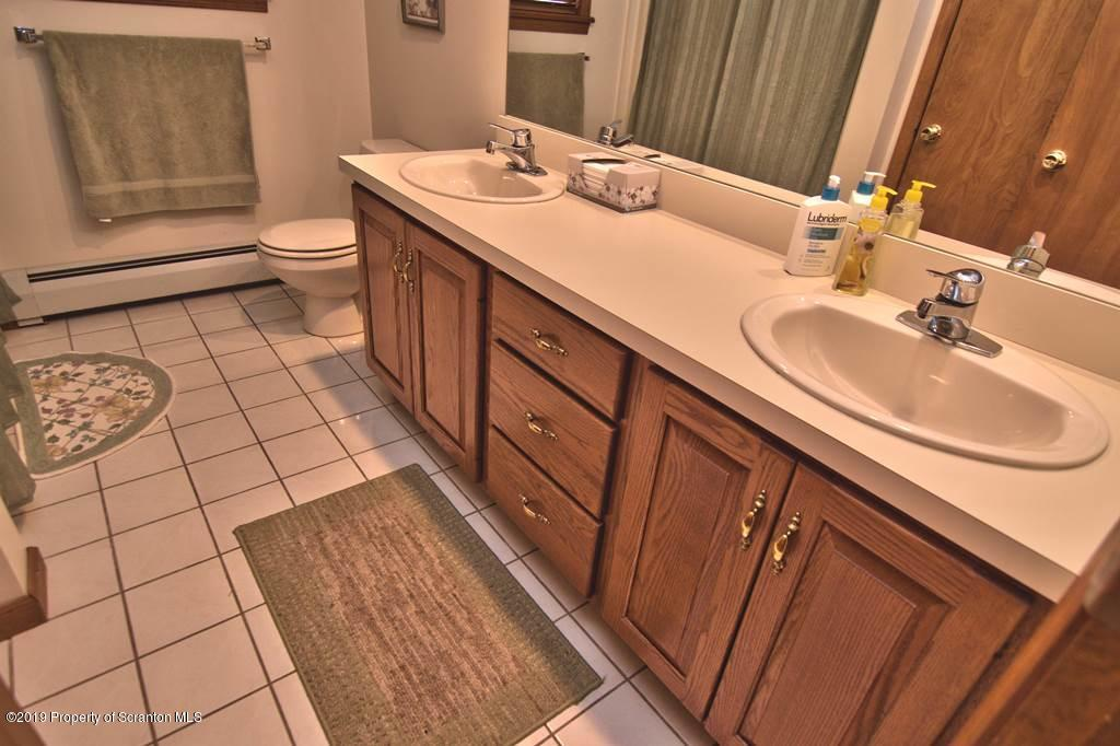 101 Rabbit Run, Clarks Summit, Pennsylvania 18411, 4 Bedrooms Bedrooms, 10 Rooms Rooms,3 BathroomsBathrooms,Single Family,For Sale,Rabbit Run,19-5766