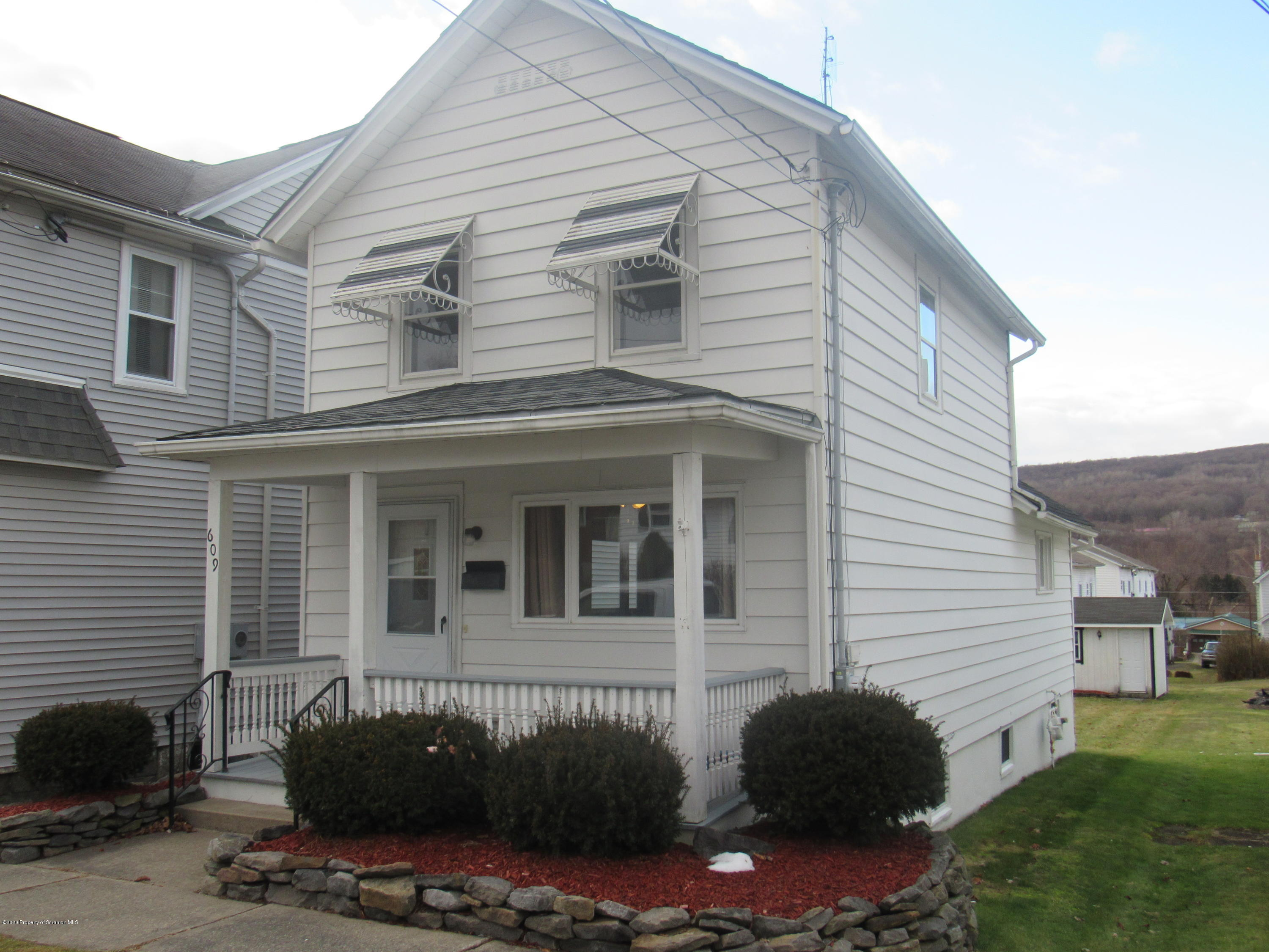 609 Delaware St, Mayfield, Pennsylvania 18433, 2 Bedrooms Bedrooms, 5 Rooms Rooms,1 BathroomBathrooms,Single Family,For Sale,Delaware,20-372